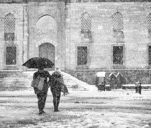 大雪攪局 伊堡數百班機被取消(01.04)