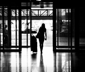 伊斯坦堡-巴黎班機驚見孩童藏匿登機箱中(03.10)
