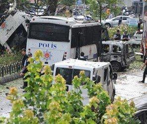 鎖定警察用車 伊堡爆炸攻擊至少11死(06.07)